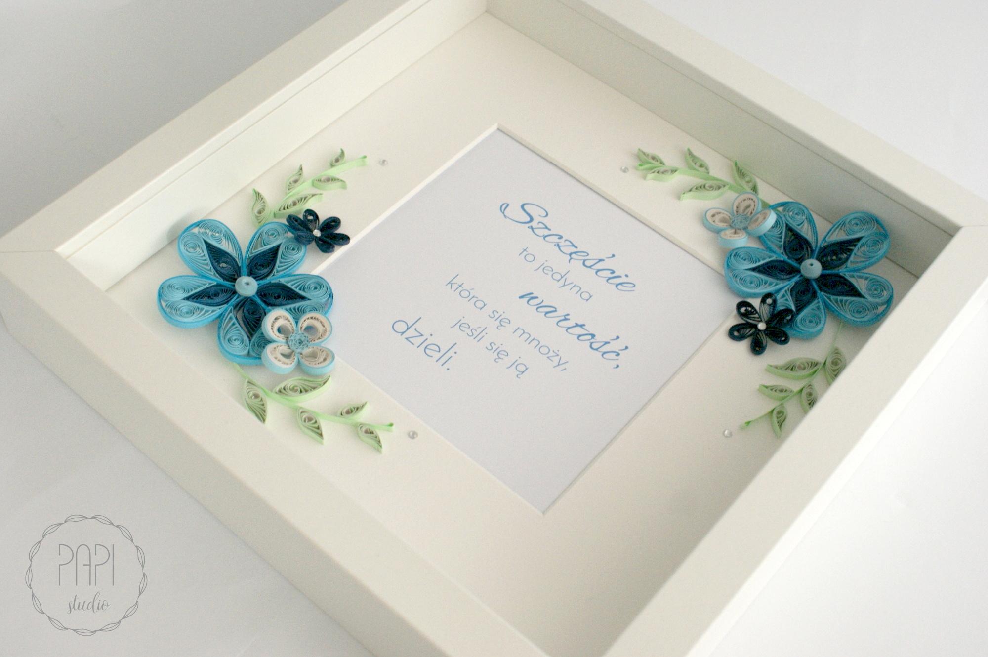 ramka z cytatem błękitne kwiaty