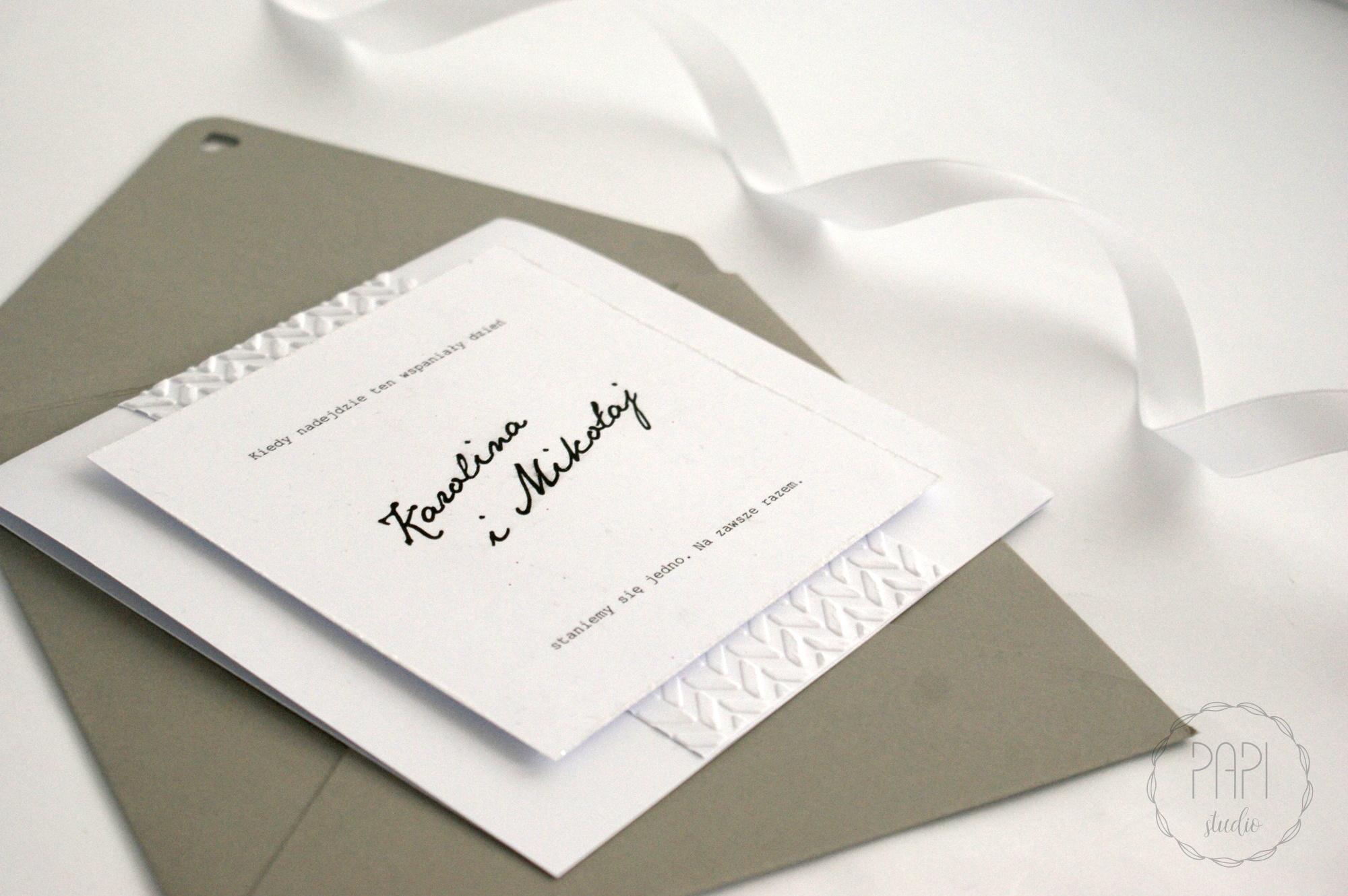 szare zaproszenie z brokatem na ślub