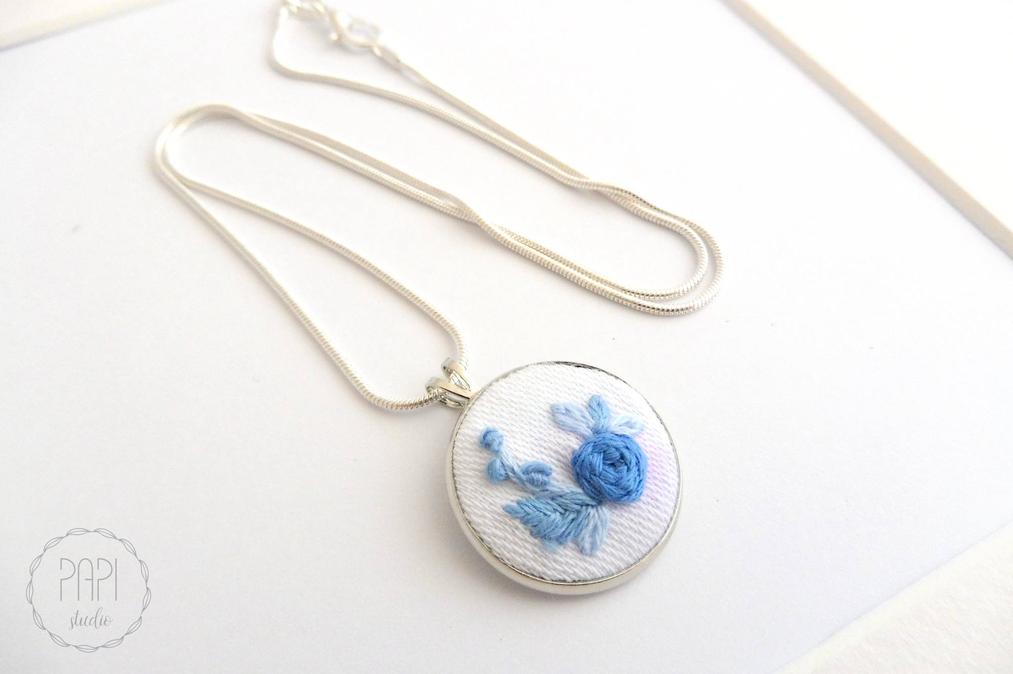 ręcznie wyszywany naszyjnik haft kwiatowy pomysł na prezent
