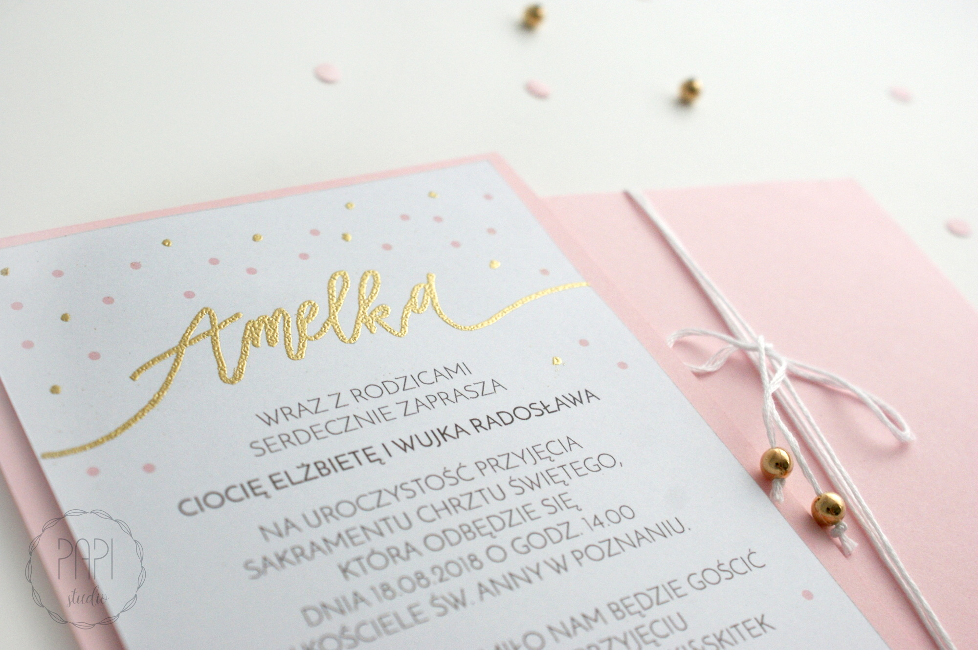minimalistyczne nowoczesne zaproszenia złote kropki kaligrafia